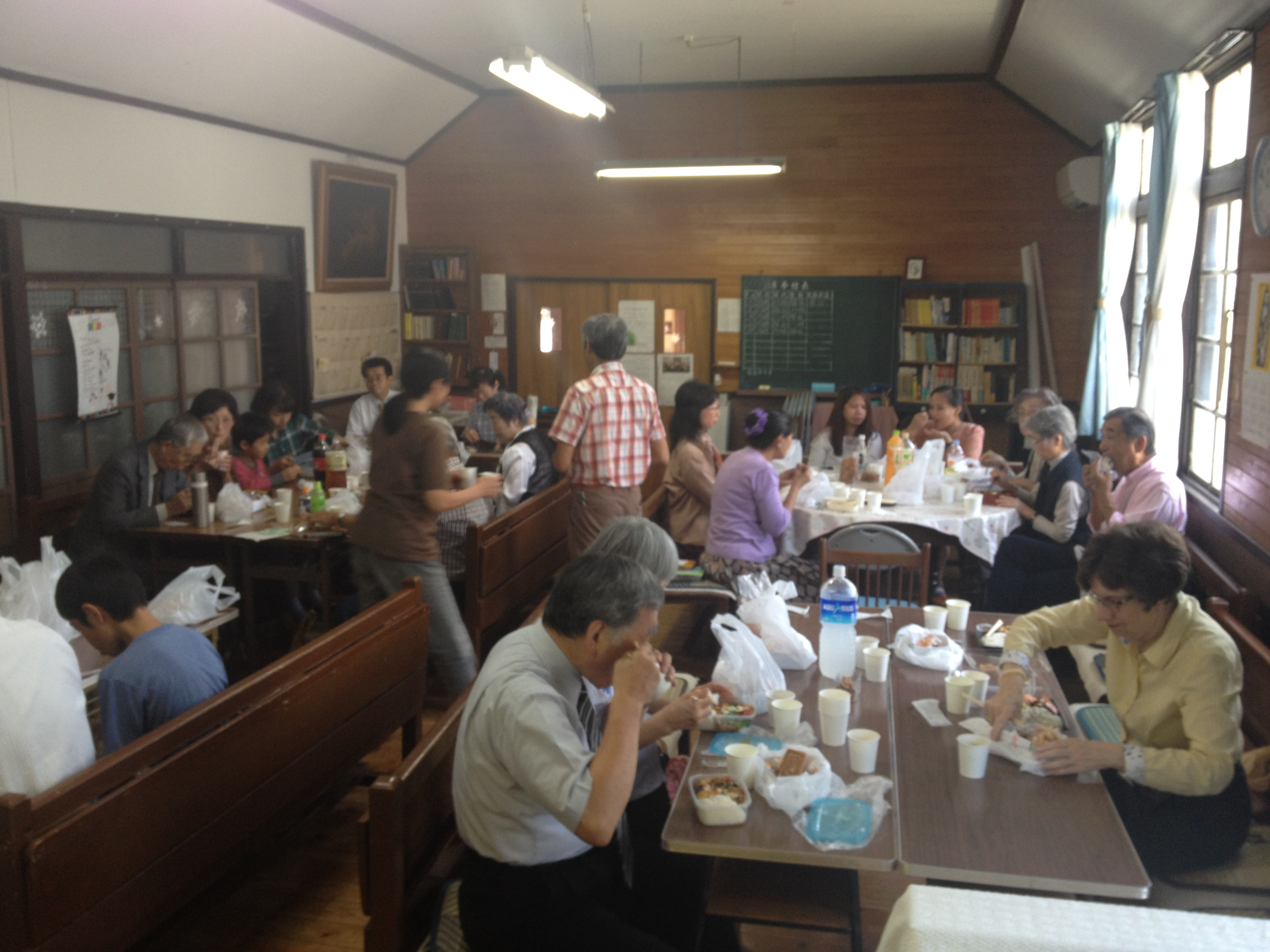 Lunch and fellowship at the Shizuoka area joint worship.