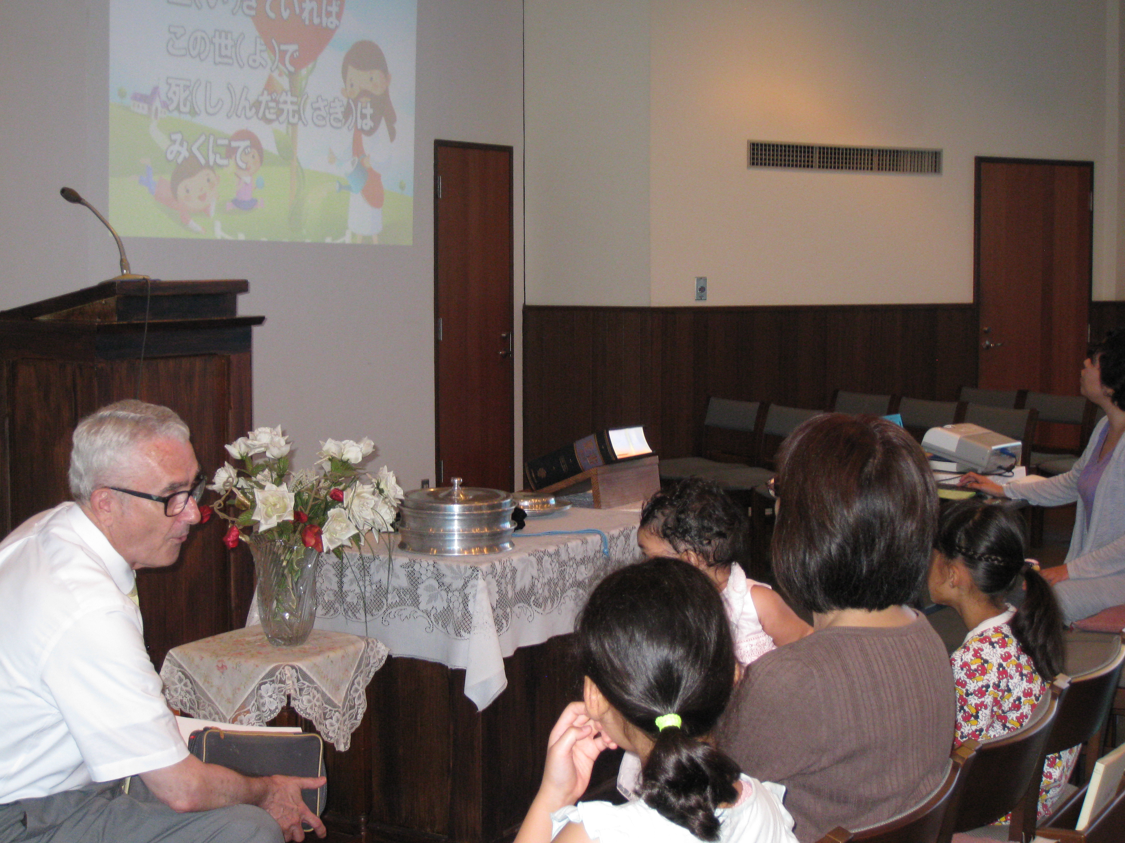 Children's worship at Tachikawa church.
